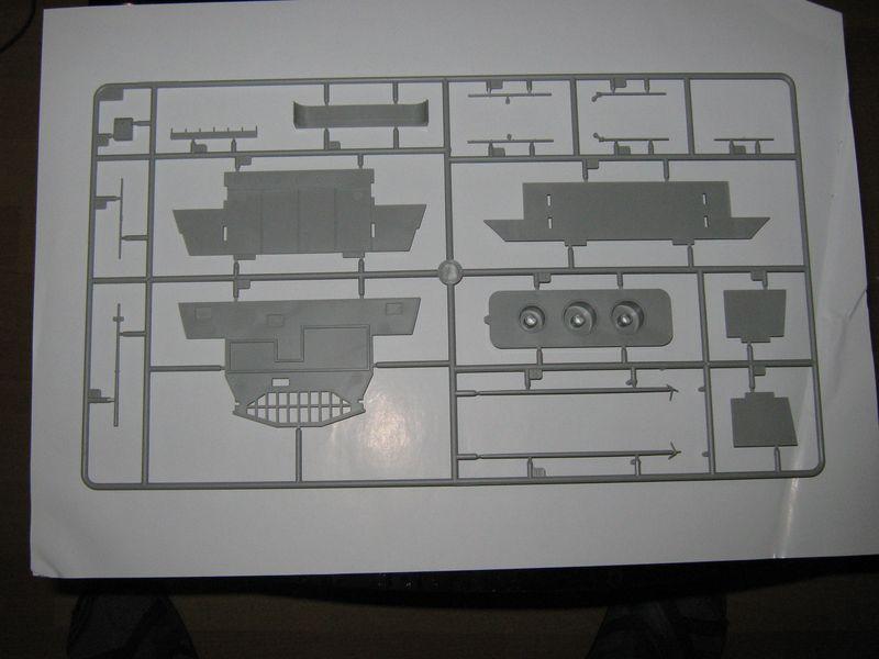 Merit Bausatz Flugzeugträger CV 8 Hornet 1/200 Hornet%20032