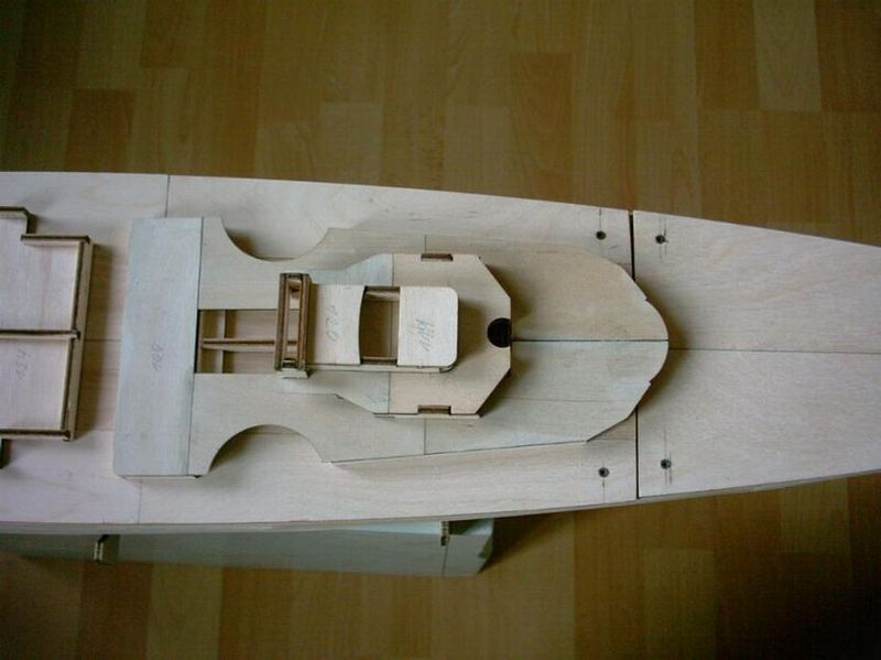 Schlachtschiff Bismarck von Amati 1/200 Bismarck%200012